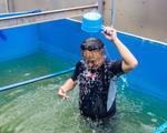 Chuyên gia Nhật Bản rửa mặt, tắm gội giữa sông Tô Lịch