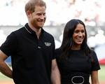 Meghan Markle và Hoàng tử Harry lép vế và 'đuối' hơn hẳn khi dự tiệc cưới của người bạn thân thiết
