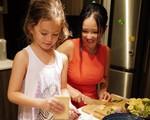 Khoe con gái xinh làm bếp trưởng nhưng Hồng Nhung tiếc 'đứt ruột' vì quên mất một điều