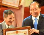 Nghệ sĩ 90 tuổi Trần Hạnh xúc động nhận danh hiệu NSND