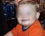 Bị mẹ cùng nhân tình đánh đập và lạm dụng, cậu bé qua đời vào đúng sinh nhật 1 tuổi với 86 vết thương