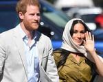 Meghan Markle bị chê kém tinh tế, thua xa chị dâu Kate khi lần đầu tiên đội khăn trùm đầu theo kiểu Hồi giáo