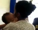 """Bé trai 10 tháng tuổi bị điện giật tử vong, mẹ ôm con khóc trong tuyệt vọng """"Hãy về với mẹ!"""""""