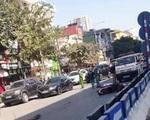 """Xe tải tông xe máy """"kẹp"""" 3 trước hầm chui Thanh Xuân, 2 người tử vong"""