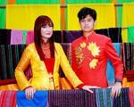 Con trai 15 tuổi có chiều cao khủng của diễn viên Hiền Mai diện áo dài cùng mẹ và ca sĩ Đoan Trường
