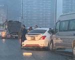 Tai nạn liên tiếp giữa 5 ôtô trên cầu Nhật Tân