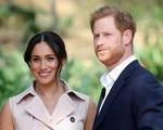 Chỉ một hành động của Nữ hoàng Anh, vợ chồng Harry - Meghan đã dính nghi án bị loại khỏi hoàng gia