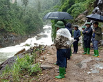 Yên Bái: Tìm kiếm 2 người bị lũ cuốn trôi đi qua suối