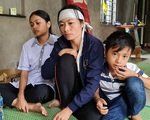 Quảng Bình: Người đàn ông phụ hồ qua đời vì kiệt sức trong lũ dữ, cả xóm nghèo ám ảnh đôi mắt thẫn thờ của 2 đứa trẻ thơ