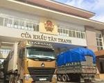 Hàng chục xe trái cây chờ thông quan sang Trung Quốc