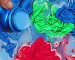 Vẫn dùng nước xả vải kiểu này thì quần áo chẳng mấy chốc thành giẻ lau nhà