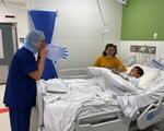 Cậu bé nghèo với đôi chân khoèo ở vùng cao đã đạp được xe sau khi được sáng Úc chữa trị