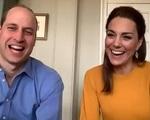 Cuộc gọi video của Công nương Kate và Hoàng tử William đến một trường Tiểu học được lòng dân chúng