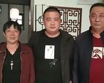 Người đàn ông đoàn tụ cha mẹ sau 33 năm mất tích