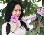 """BTV Hoài Anh thời sự 19h diện áo dài trắng trẻ như """"gái đôi mươi"""""""