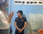 Hoa hậu Lương Thùy Linh nghẹn lòng trước hình ảnh mẹ của học sinh bị cây phượng đè tử vong