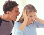 Luôn miệng chỉ trích vợ ở nhà mỗi việc chăm con không xong, chồng ân hận khi bí mật lắp camera theo dõi