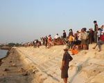 Khẩn trương tìm kiếm 5 người mất tích trong vụ lật thuyền trên sông Thu Bồn