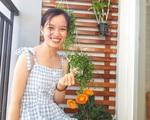 Ban công hướng tây phủ kín hoa sử quân tử đẹp rực rỡ nhờ 'chiêu' chăm sóc đơn giản của mẹ trẻ ở Sài Gòn