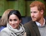 Meghan Markle lại gây phẫn nộ vì cố tình 'ăn bám' danh tiếng hoàng gia, Harry 'ngồi không' cũng bị chế giễu