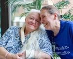Chị em thất lạc hơn 50 năm bất ngờ đoàn tụ khi điều trị Covid