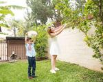 """""""Búp bê"""" Thanh Thảo tránh dịch COVID-19 fan mới có dịp ngắm khu vườn đầy hoa trái trong biệt thự triệu đô của cô ở Mỹ"""