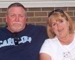 Cặp vợ chồng mắc Covid-19 nắm tay nhau qua đời