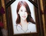 """Những hình ảnh đầu tiên tại nơi diễn ra lễ tang """"mỹ nhân hở bạo nhất Kbiz"""" Oh In Hye, nhìn di ảnh ai cũng xót xa"""