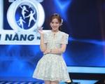 Hari Won gặp tình huống nhạy cảm với váy ngắn, Trấn Thành nhanh chóng giải cứu vợ