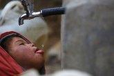 Sốc: 2 tỉ người dùng nước nhiễm phân