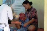 Ánh mắt mòn mỏi của đứa bé bị lột da đầu vì tai nạn