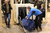 Đột tử sau khi đi qua máy quét kim loại ở sân bay