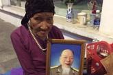 Đắng lòng cụ bà 80 tuổi ôm di ảnh chồng vất vưởng bên lề đường Hà Nội