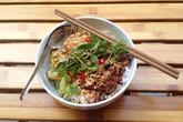 Nếm bún thịt nướng lạ miệng phố cổ Hà Nội