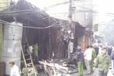 Cháy lớn đối diện bệnh viện Phụ sản Hà Nội