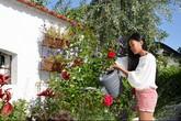 Nữ ca sĩ Việt thảnh thơi bên nhà vườn xanh mát