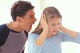 """Vì sao đàn ông gắt gỏng với vợ nhưng """"nhún nhường"""" gái ngoài?"""