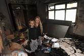 Anh: Sạc laptop trên giường, nhà bị cháy rụi