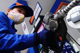 Những dấu hiệu cho thấy xăng sắp tăng giá sau 15 lần giảm