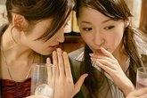 Xấu mặt vì vợ ăn uống vô duyên