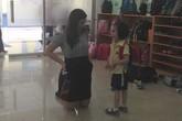 Sốc với cách người lớn quỳ gối nói chuyện với trẻ