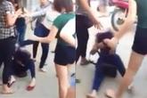 """""""Còm"""" trên Facebook, nữ sinh bị xé áo, đánh hội đồng"""