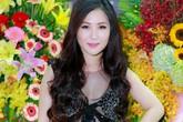 Hương Tràm mặc áo mỏng tang đi sự kiện