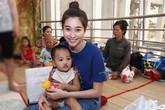 Hoa hậu Thu Thảo giản dị thăm trẻ hở hàm ếch