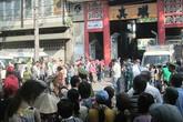Dòng người tiễn đưa 7 nạn nhân chết cháy ở Sài Gòn