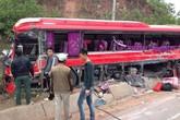 Xe khách, xe tải đâm nhau trên QL18, rất nhiều người thương vong