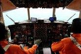 Ảnh toàn cảnh vụ máy bay AirAsia mất tích một ngày qua