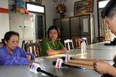 Bắt người đàn bà đổ rượu vào mồm bé 2 tuổi tại Việt Trì