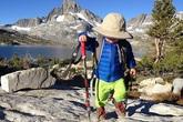 Bé 2 tuổi đi bộ hơn 400 nghìn cây số