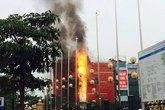 Khách chạy tán loạn vì cháy quán karaoke trên đường Hồ Tùng Mậu